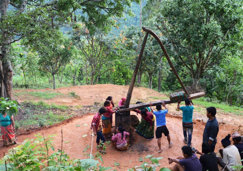 4_1_伝統的な村のチウリバターづくり