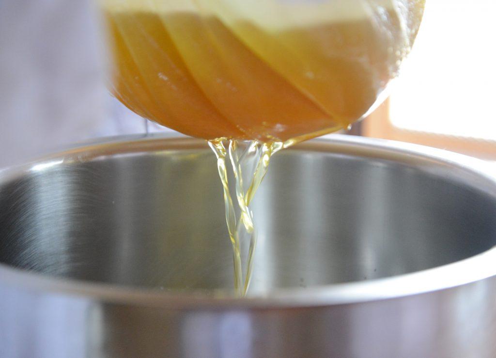 チウリクリーム製造風景